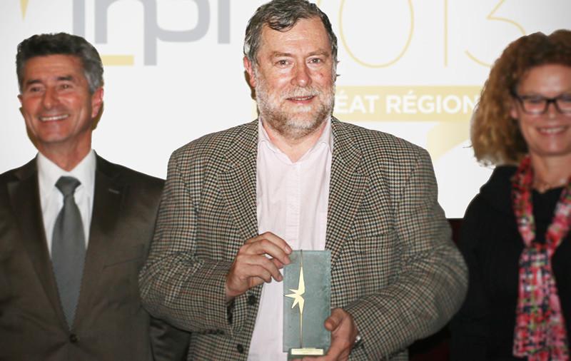 Monsieur BOUSQUET reçoit le Trophée INPI pour LA BUVETTE